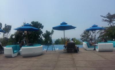 Menikmati Nuansa Bali di Manado dengan Spot-Spot Instagramable