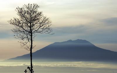 Viral Video Badai di Gunung Lawu, Kilat dan Petir Menyambar-nyambar