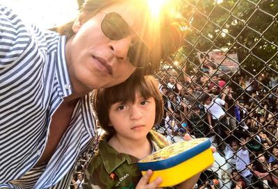 Ogah Difoto, Putra Bungsu Shah Rukh Khan Berteriak pada Paparazzi