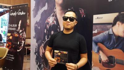Sandhy Sondoro Persembahkan Album Baru untuk Mendiang Adik dan Negara