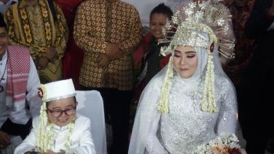 Shelvie Mengaku Bahagia Bisa Dinikahi Daus Mini
