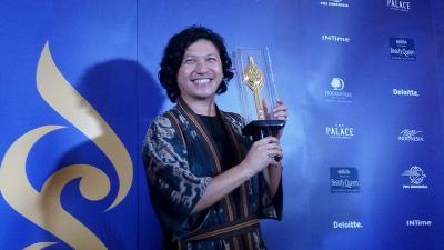 Jadi Aktor Terbaik, Gading Marten Keloni Piala Citra saat Tidur