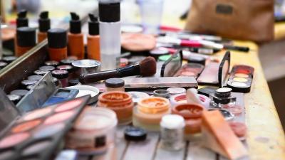 Hati-Hati, Kosmetik Bisa Menurunkan Tingkat Kesuburan Perempuan