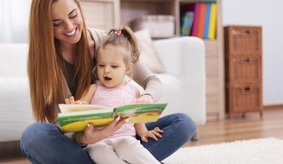 Mengapa Ibu Harus Rajin Membaca? Ini Sederet Alasannya