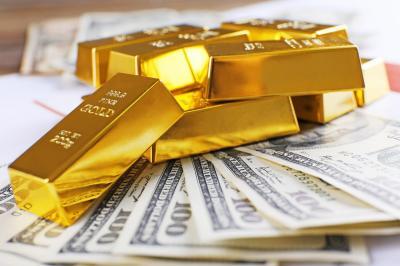 Emas Berjangka Turun Usai Dolar AS Perkasa Terhadap Euro