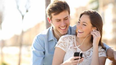 Mirip Obat Pereda Nyeri Tanpa Efek Samping, Ini 6 Perubahan di Otak saat Jatuh Cinta Lagi