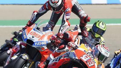 Lorenzo Akan Bertengkar dengan Marquez di Honda?