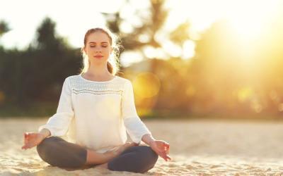 5 Teknik Meditasi yang Gampang Banget, Bisa Sambil Jalan Kaki Ternyata