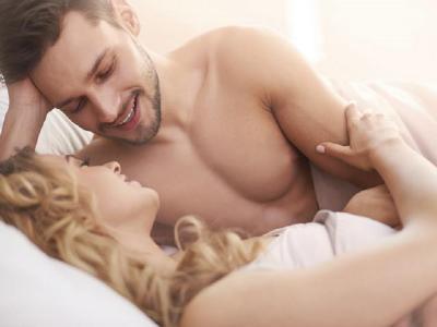 Pria Harus Lakukan 4 Hal Ini Usai Berhubungan Seks, Makin Intim!