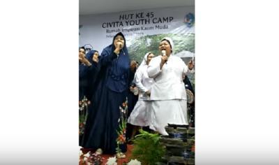 Viral Video Kolaborasi Grup Kasidah dan Suster Katolik Nyanyikan 'Jilbab Putih', Netizen: Adem Banget