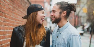 Hobi Meledek Pasangan Bisa Perkuat Hubungan Lho