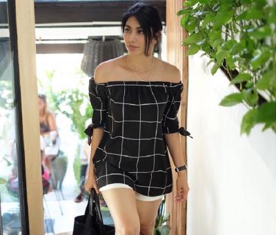 5 Tampilan Tyas Mirasih Pakai Rok Mini, Seksinya Kebangetan!