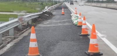 Jalan Tol Baru yang Ambles dan Retak