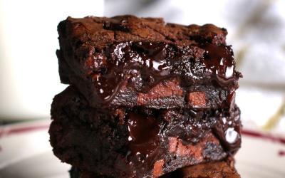 Awas Ketagihan! Enaknya Ngemil Brownies Lumer dan Cheese Cake Oreo