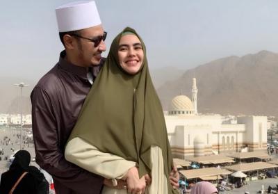 Honeymoon sambil Umrah, Kartika Putri Jatuh Cinta Berkali-kali pada Suami