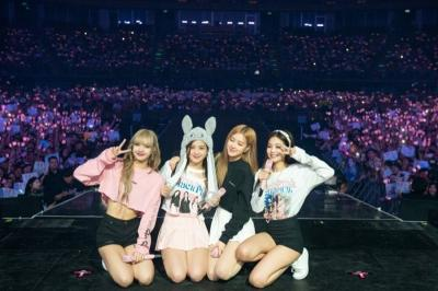 "Penampilan Super Seksi BLACKPINK di ""In Your Area"" World Tour"
