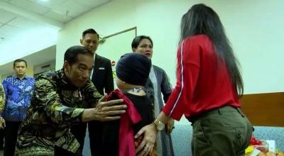 Datang Pakai Batik, Kunjungan Jokowi-Iriana Bikin Anak Denada Kegirangan