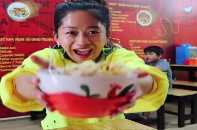 Farida Nurhan Icip-Icip Kuliner Artis, Enakan Punya Siapa?
