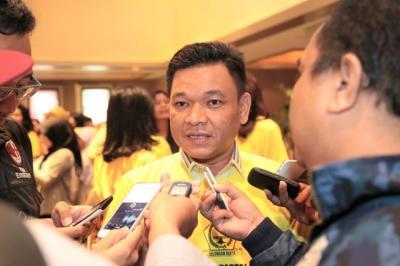 Fadli Zon Acungkan Dua Jari di Munajat 212, Ini Kata TKN Jokowi