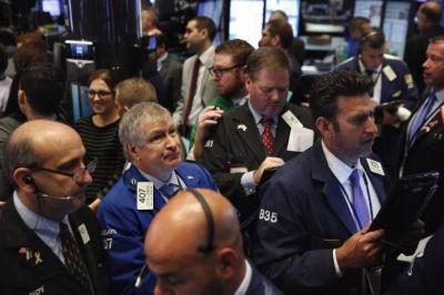 The Fed Diprediksi Tahan Suku Bunga, Wall Street Melesat
