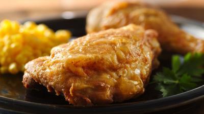 Netizen Geram Chrissy Teigen Sebut Dada Ayam Bagian Terburuk dari Ayam Goreng