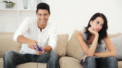 Curhatan Perempuan yang Pacarnya Lebih ''Sayang'' Game Online, Kamu Senasib?