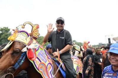 Meriah! Atraksi 300 Kuda Renggong Kolosal di Hardfest 3 Pesona Jatigede