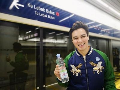 Naik MRT, Baim Wong Berasa di Luar Negeri