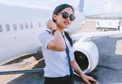5 Perempuan Cantik Ini Memilih Profesi sebagai Pilot