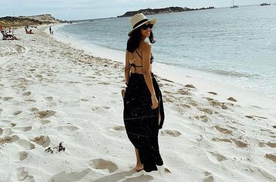 Tampil dengan Bikini Batik, Nana Mirdad Pamer Body Aduhai