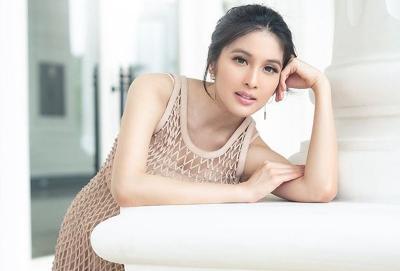 Dikabarkan Hamil 5 Bulan, Sandra Dewi Masih Pamer Body Langsing