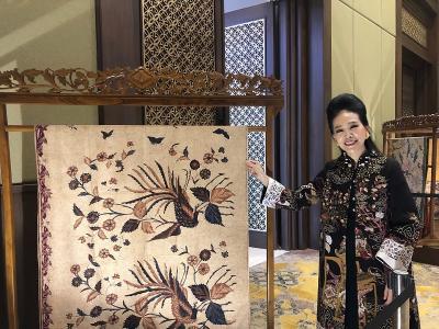 Begini Cara Desainer Tina Andrean Lestarikan Budaya Batik