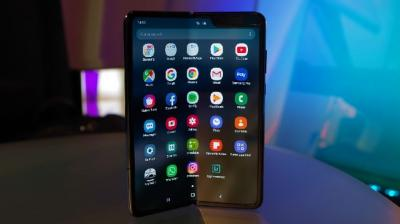 Samsung Galaxy Fold Batal Rilis Gara-Gara Masalah Layar?
