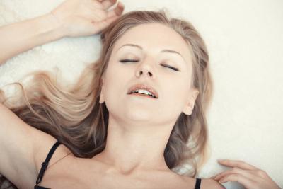 6 Cara Aneh Perempuan Masturbasi