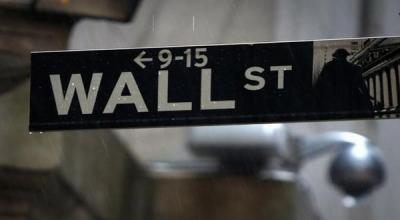 Wall Street Anjlok, Indeks Nasdaq Turun 1%