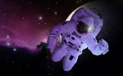 Bagaimana Astronot Beribadah Salat dan Berpuasa di Pesawat Luar Angkasa?