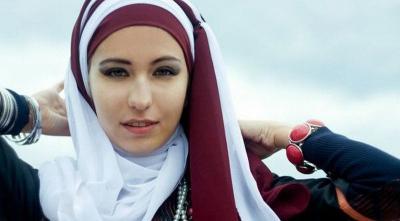 Inspirasi Style Hijab untuk Lebaran, dari Zaskia Mecca hingga Dewi Sandra