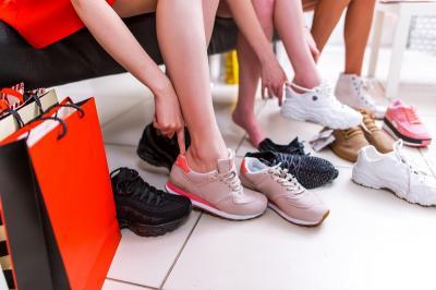5 Akun Jastip untuk Berburu Sepatu Keren Buat Lebaran