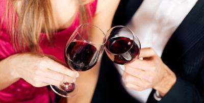 6 Dampak Kecanduan Minum Alkohol Bikin Anda Payah di Ranjang