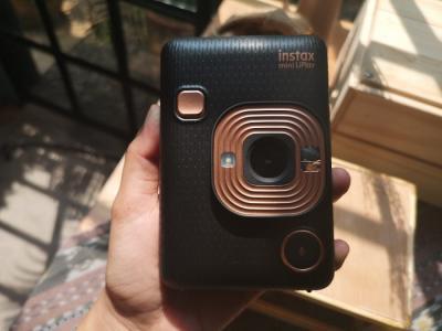 Fujifilm Luncurkan Instax Mini LiPlay, Bisa Buat Print dan Rekam Suara