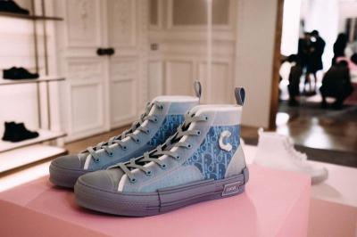 Dior Luncurkan Sneakers Transparan, Keren atau Jelek?