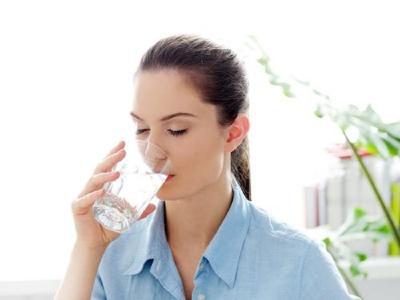 5 Khasiat Minum Air Hangat saat Perut Kosong, Pas Banget Usai Bangun Tidur