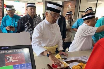 Viral! Raja Malaysia Mengantre di Restoran Cepat Saji