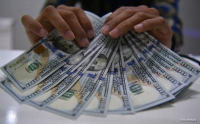 Dolar AS Kian Menguat Ditopang Kenaikan Penjualan Ritel