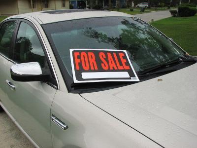 Datangi Diler, Wanita Ini Beli Mobil Gunakan Uang Palsu