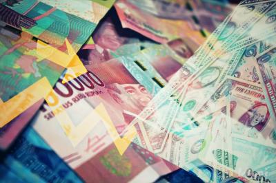 Dolar Tertekan, Rupiah Menguat Tipis ke Rp13.980 per USD