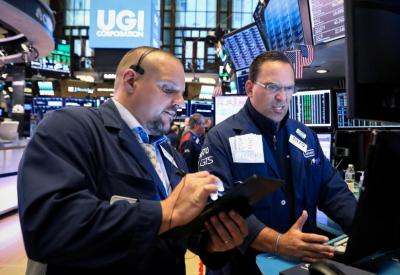 Wall Street Merosot di Tengah Laporan Laba Emiten