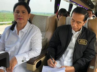 4 Gaya Keren Iriana Jokowi Kenakan Sneakers, Netizen: Keren Banget Ibu Negaraku