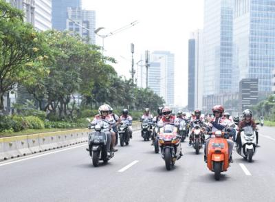 Ratusan Bikers Kawal Sam Lowes Riding Keliling Jakarta