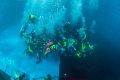 Pecahkan Rekor Kibarkan Merah Putih di Bawah Laut, WASI: Kado HUT Ke-74 RI